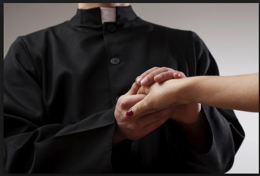LASCIA INCINTE 2 DONNE NELLO STESSO MESE, PRETE SI GIUSTIFICA: ''LA MADONNA CI INSEGNA A DARE AMORE''