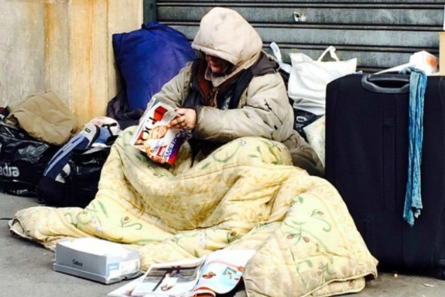 guardate attentamente questa foto la foto della senza tetto che ha scatenato le polemiche guarda. Black Bedroom Furniture Sets. Home Design Ideas