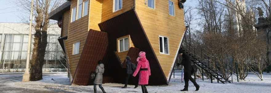 La casa al contrario si cammina sul tetto ecco l 39 ultima novit guarda - Casa al contrario ...