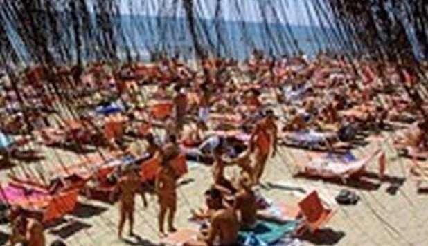 Matrimonio Sul Litorale Romano : Ottobre caldo inaspettato spiagge affollate a sud e sul