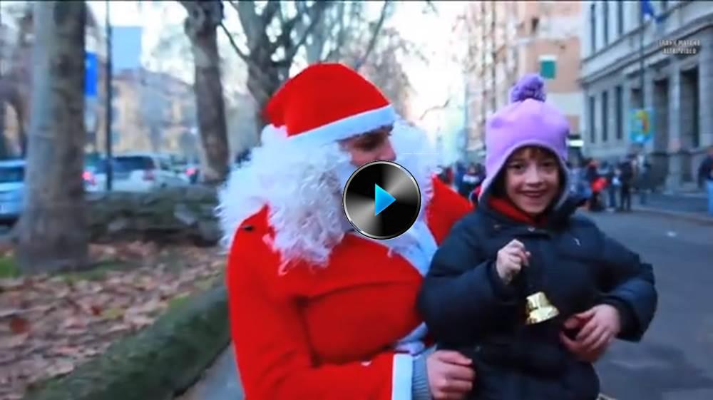 Babbo Natale Video Per Bambini.Babbo Natale Fa Le Puzzette Sui Bambini E Non Solo Video